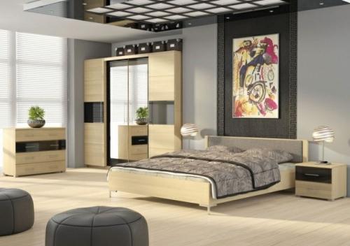 Příjemnou atmosféru této ložnice tvoří jednotný design skříně, komody, nočních stolků a postele.